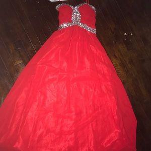 Dresses & Skirts - Long red prom dress.